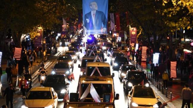 Kadıköy'de 19:23'te İstiklal Marşı coşkusu