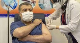 İlk CoronaVac aşısı Sağlık Bakanı'na uygulandı