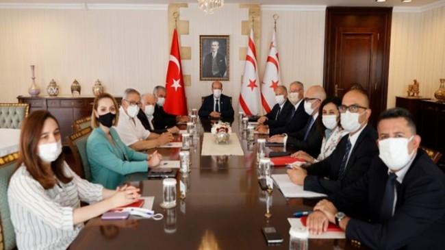 Cumhurbaşkanı Ersin Tatar, Meclis Başkanı ve eski Meclis Başkanları ile bir araya geldi