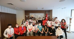 Bakan Yanık, 19 Mayıs'ta 19 milli sporcuyla buluştu
