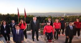 Cumhurbaşkanı Erdoğan, tüm yurtta aynı anda okunan İstiklal Marşı'na eşlik etti
