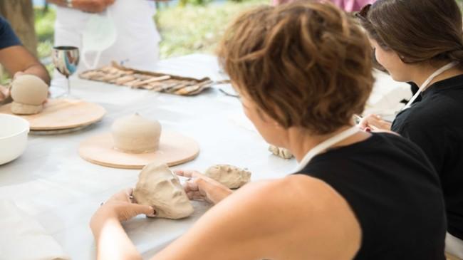 Mehmet Nuri Göçen Vakfı, Kuşadası'nda Seramik Çalıştayı Düzenliyor…