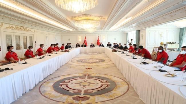 Cumhurbaşkanı Erdoğan, Anadolu Efes Spor Kulübü yönetici, teknik heyet ve sporcularını kabul etti