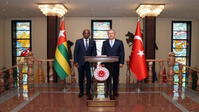 Millî Savunma Bakanı Hulusi Akar, Togo Dışişleri Bakanı Robert Dussey ile Görüştü