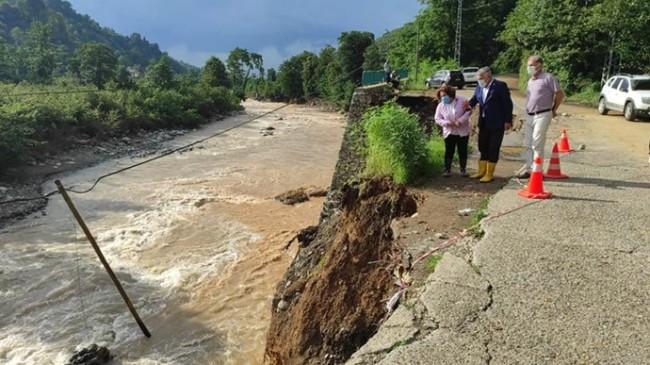 İYİ Parti Genel Başkan Yardımcısı Ünzile Yüksel, Rize ve Artvin'de yaşanan sel felaketinin ardından bölgede incelemelerde bulundu