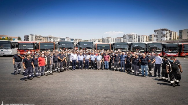 İzmir Büyükşehir Belediye Başkanı Tunç Soyer'den bayram mesaisindeki personele ziyaret