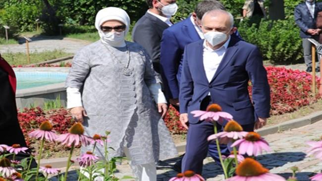 Emine Erdoğan, Zeytinburnu Tıbbi Bitkiler Bahçesi'ni ziyaret etti