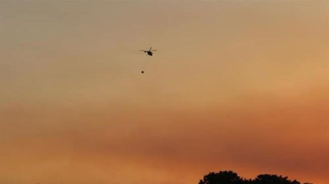 Jandarma, Sikorsky Tipi Helikoptere Su Sepeti Takarak Yangın Söndürme Faaliyetlerine Destek Veriyor