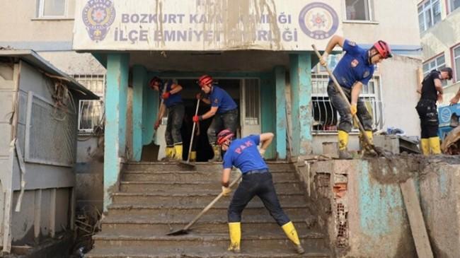 Polis Arama Kurtarma (PAK) Ekipleri Sel Felaketinde 300 Kişiyi Kurtardılar